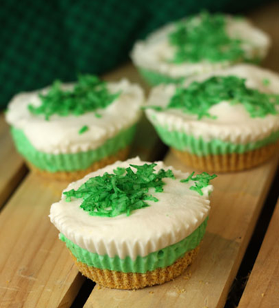Mini Limeade Pies, perfect for a st.patrick's day treat #PreppyPlanner