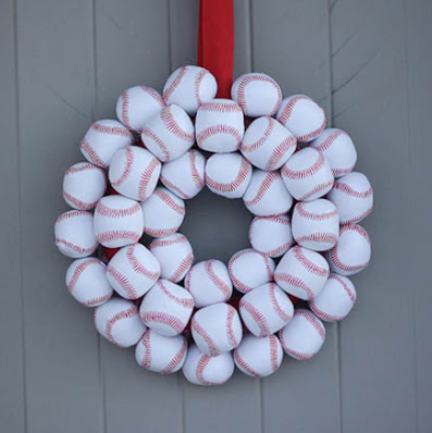World Series Party: create a baseball wreath for your door #PreppyPlanner
