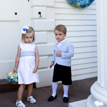Seersucker Wedding: Dress your wedding party in seersucker like this flower girl and ring bearer #PreppyPlanner