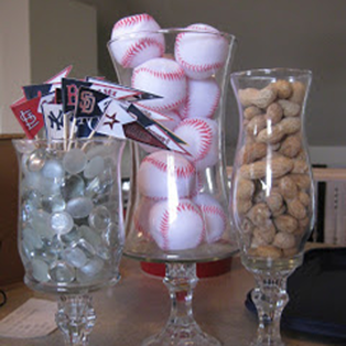 World Series Party: decorate with peanuts, baseballs and mini bats #PreppyPlanner