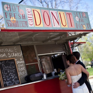 Vineyard Wedding: surprise all your guests with a late night treat from a food truck #PreppyPlanner