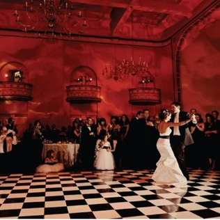 Glam Wedding: go old Hollywood by hosting your reception at a theater or estate #PreppyPlanner