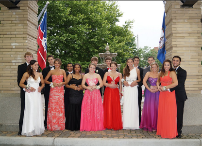 Senior Prom: The big group shot #PreppyPlanner