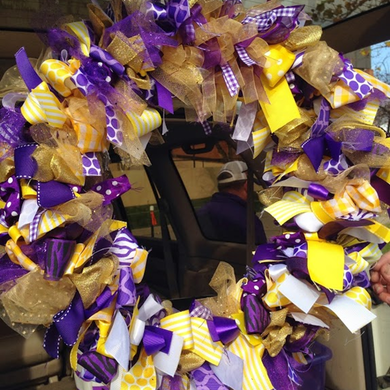 Football Season Photo Diary: The JMU ribbon wreath my mom and I made #PreppyPlanner