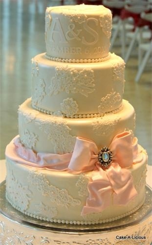 Keep your lace design and the cake the same color for with a scattered lace pattern and accent it with icing pearls #PreppyPlanner
