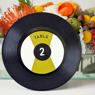 take out those old 45s and create these record table numbers from #intimatewedding #PreppyPlanner