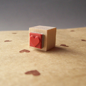 Valentine's Day Party Crafting: Mini Heart Stamp #PreppyPlanner