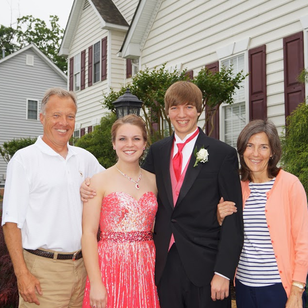 Senior Prom: A family prom picture is a must have #PreppyPlanner