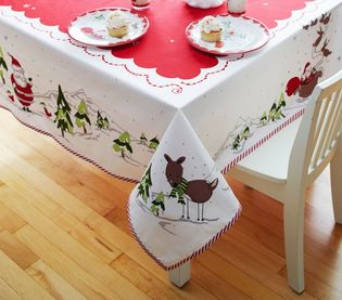 Christmas Dinner Essentials: Christmas Linens #PreppyPlanner