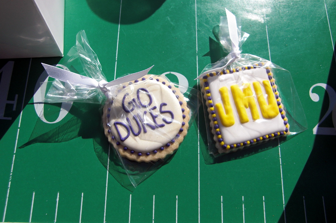 get custom made cookies or other fun food items for your tailgate #PreppyPlanner