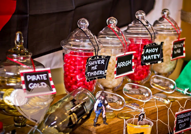 great DIY sign ideas for all your pirate food #PreppyPlanner