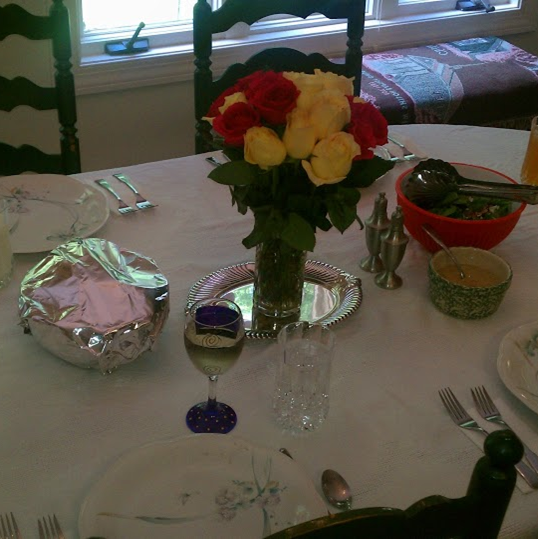 Mother's Day: Our table decorated with a lovely Mother's Day bouquet #PreppyPlanner
